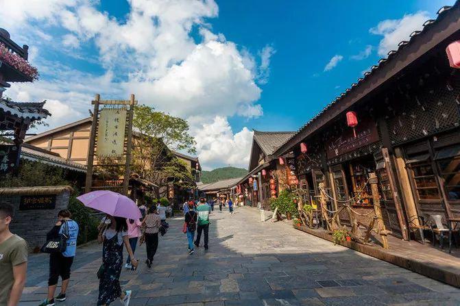 贵州旅游激情杉木湖+丹寨万达小镇品质纯玩 1 日游 贵阳旅游团行程